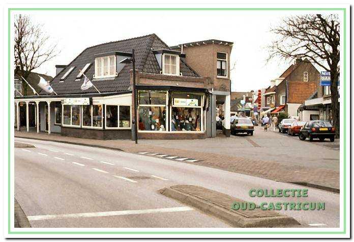 Circa 1994: De kledingzaak van Willem Piepers.