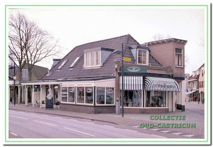 Circa 1989: Bloembinderij de Kruyff.