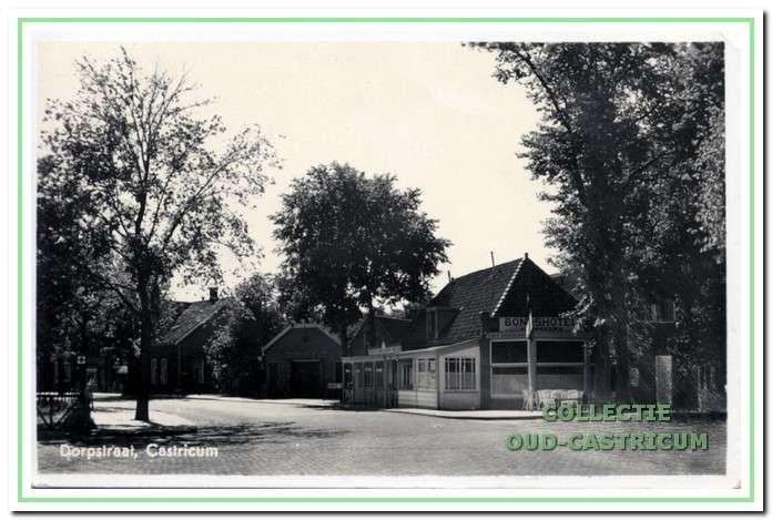 Circa 1960: Bondshotel.