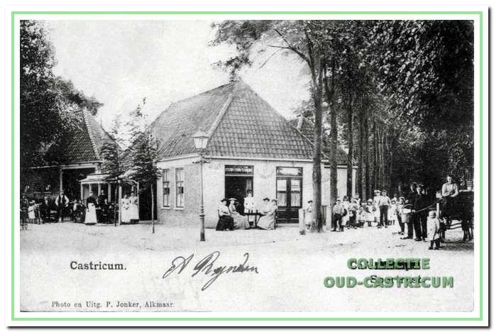 Circa 1900: Café Sportlust. Uit opschrift blijkt het café ook station van de stoomtram.