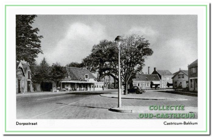 Circa 1958: Bondshotel.